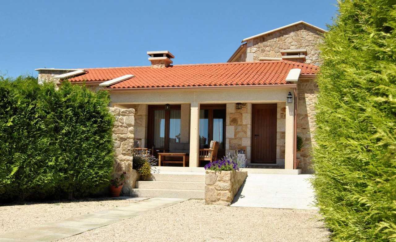 Casa rural A Casa de Alicia en A Aldea da Bouza, Pontevedra. Casa rural con servicio de Babysitter en Rías Baixas.
