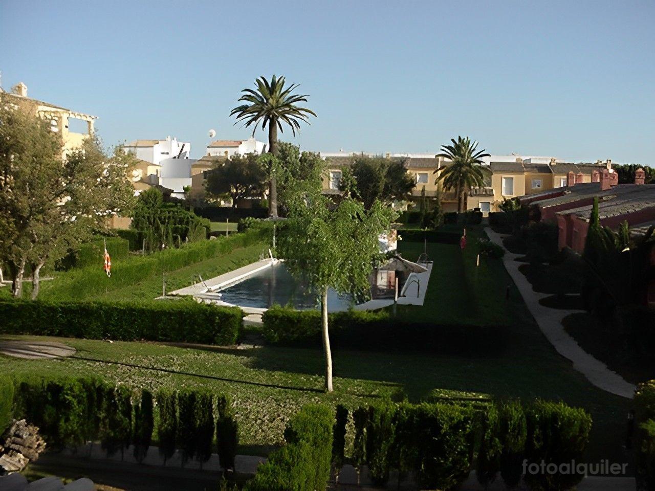 Alquiler de chalet con jardín en Novo Sancti Petri, Chiclana de la Frontera