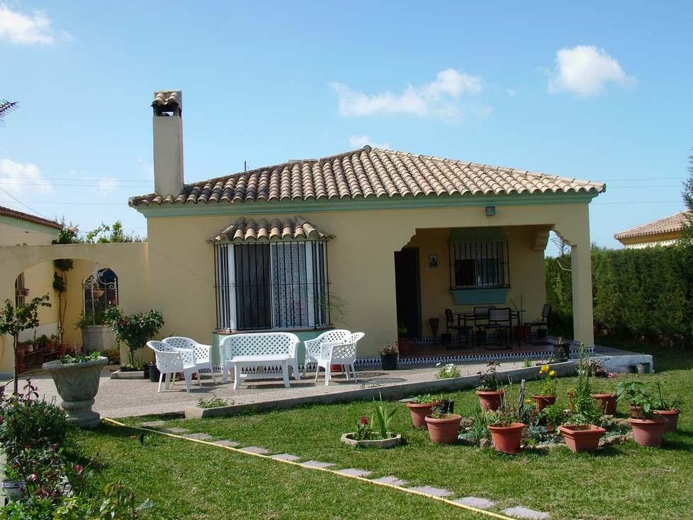 Alquiler de chalet en Chiclana de la Frontera, Urbanización Hozanejos, Cádiz, ref.: a268