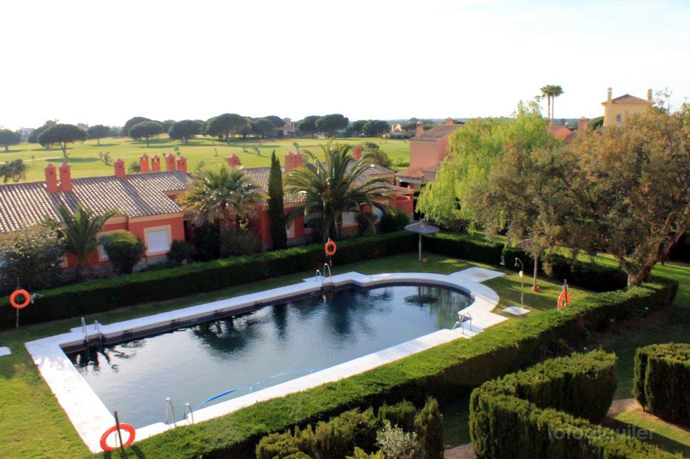 Alquiler de casa adosada en Residencial Novo Sancti Petri, Chiclana de la Frontera, Cádiz, ref.: a287