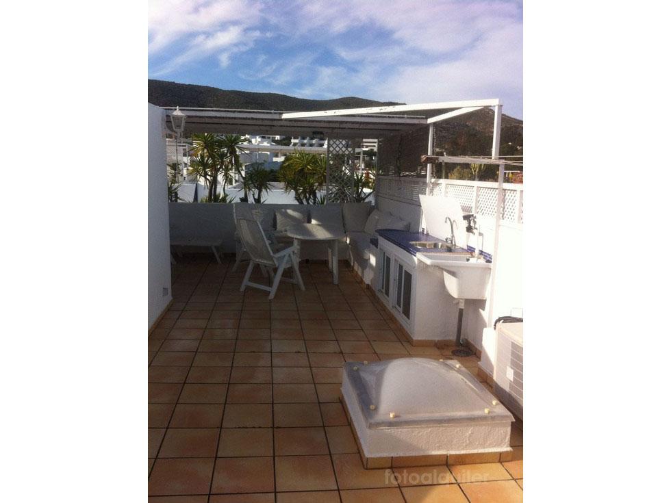 Apartamento duplex en la urbanización Playamarga, Agua Amarga, Almería