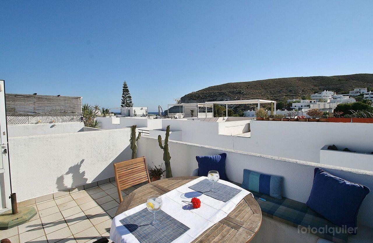 Alquiler apartamento solarium en primera linea playa en Agua Amarga