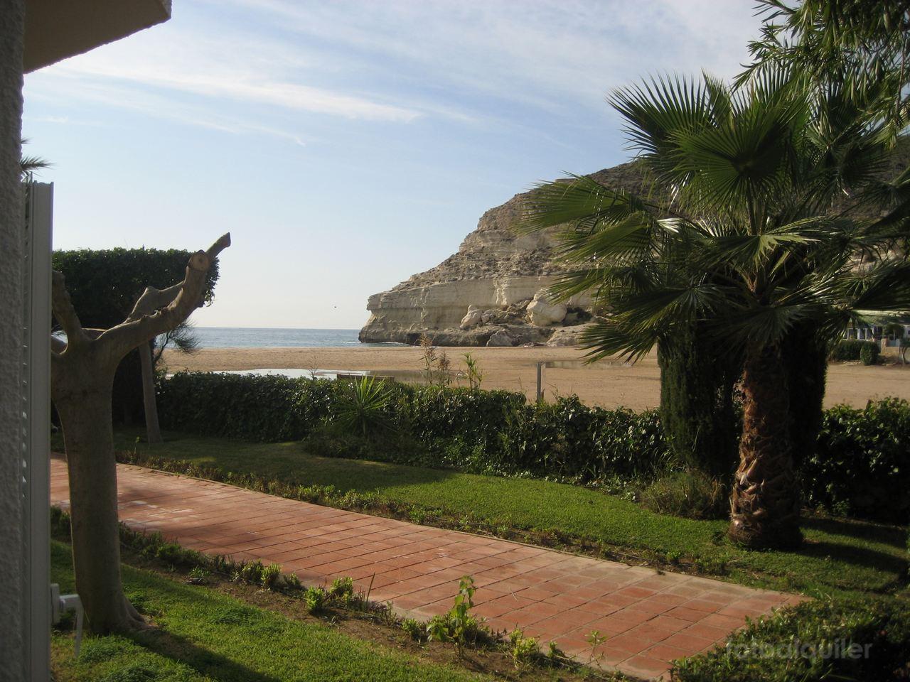 Apartamento primera linea de playa con vistas al mar en Agua Amarga
