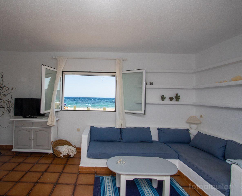 Alquiler de apartamento en primera línea de playa en Agua Amarga