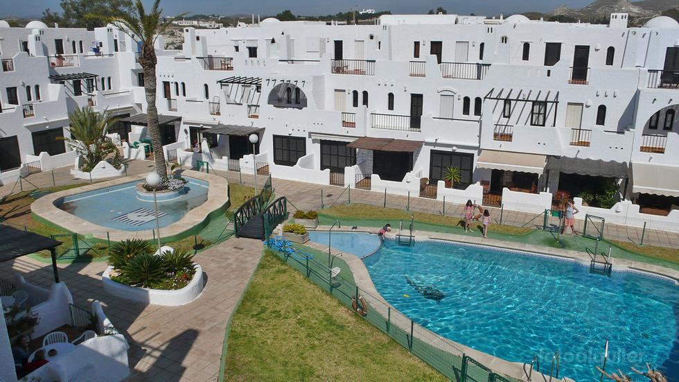 Alquiler de chalet adosado en Agua amarga, Urbanización Alfamar, Almería.