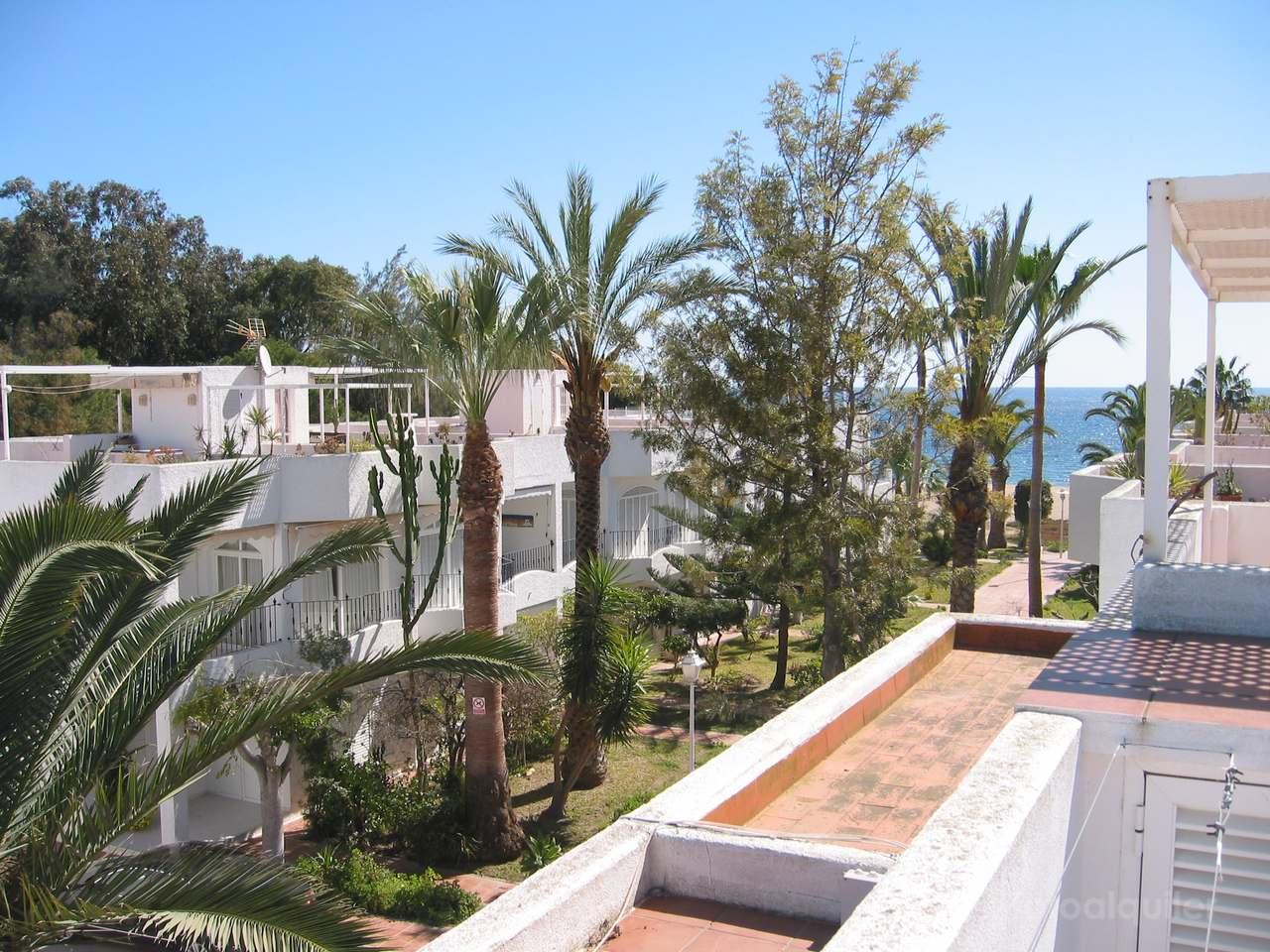 Alquiler apartamento duplex a 50 metros de la playa en Agua Amarga, Almería