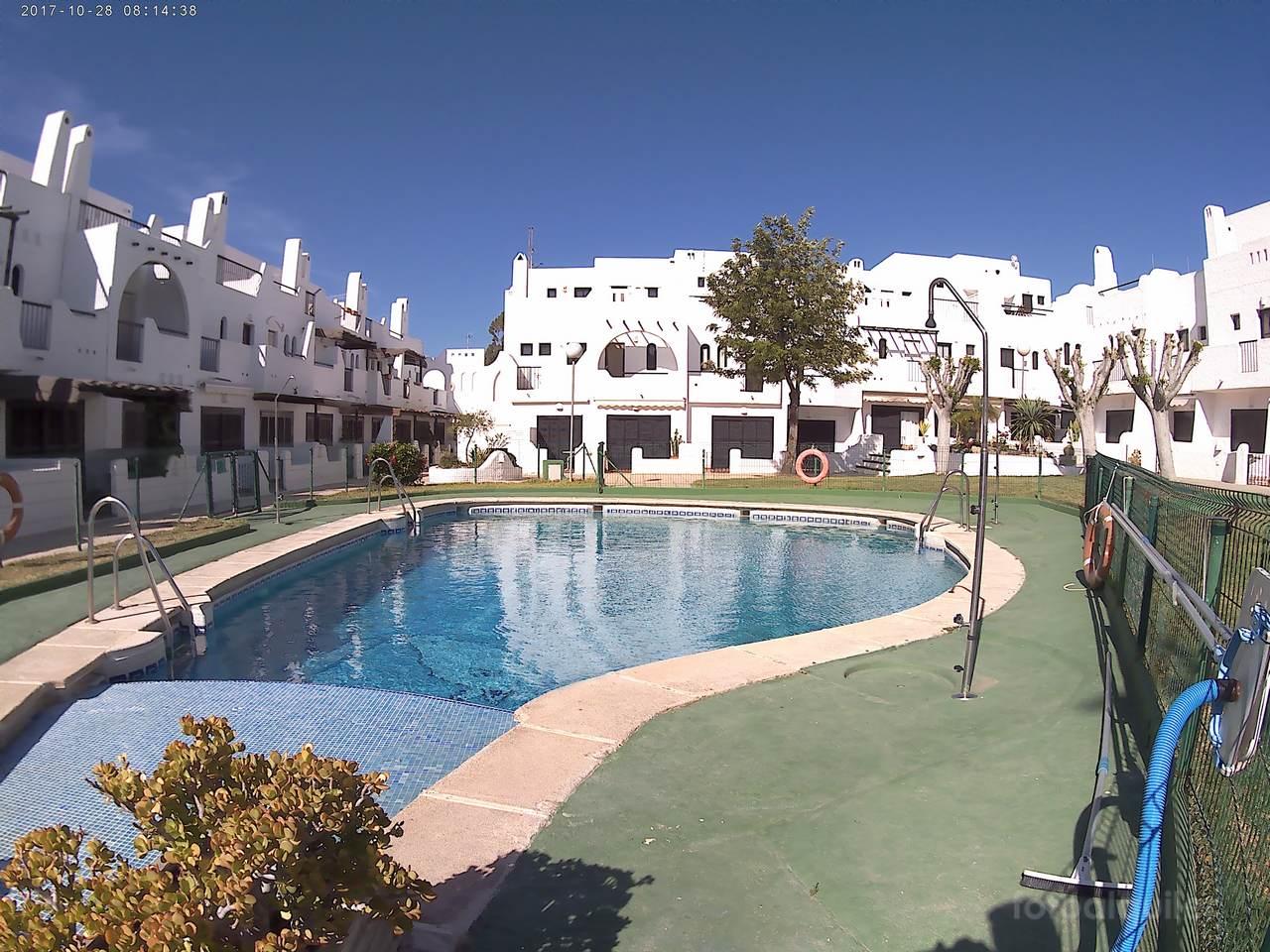 Playa de Agua Amarga. Alquiler de apartamento con solarium y barbacoa