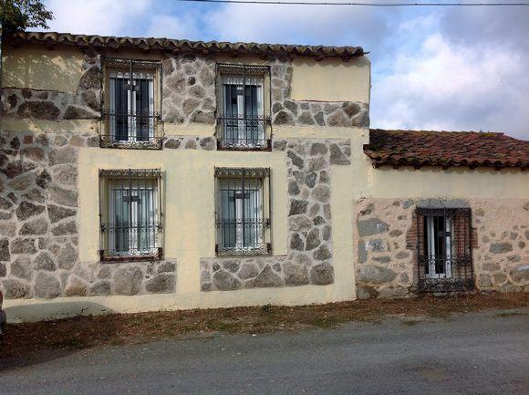 Casa Rural Alborada en Avila, alojamiento grande para 13 personas en Valle de Amblés, Aldealabad, Padiernos
