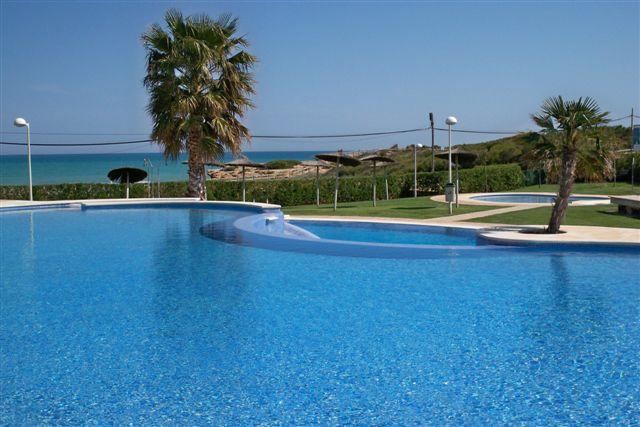 Alquiler de apartamento en primera línea de playa, urbanización Alcalá Blau, Alcocéber, Castellón, ref.: alcoceber3824
