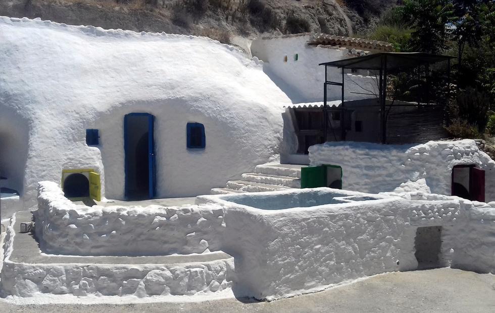 Cuevas Al Jatib, casa cueva en Baza, Granada