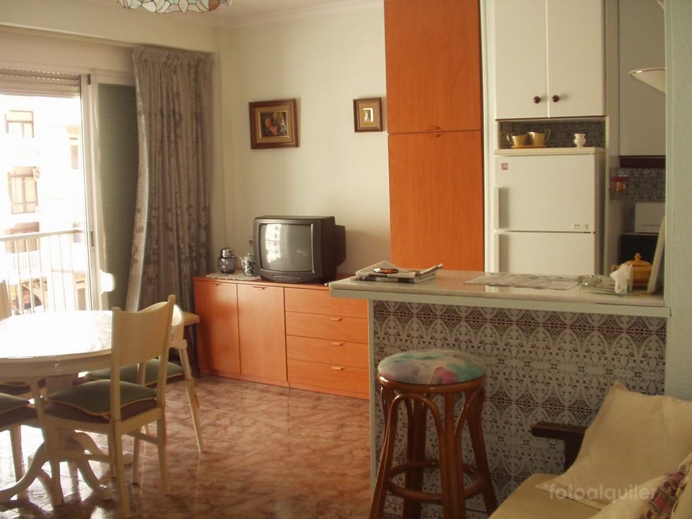 Alquiler apartamento vistas al mar en Almería capital, Edificio Las Caracolas
