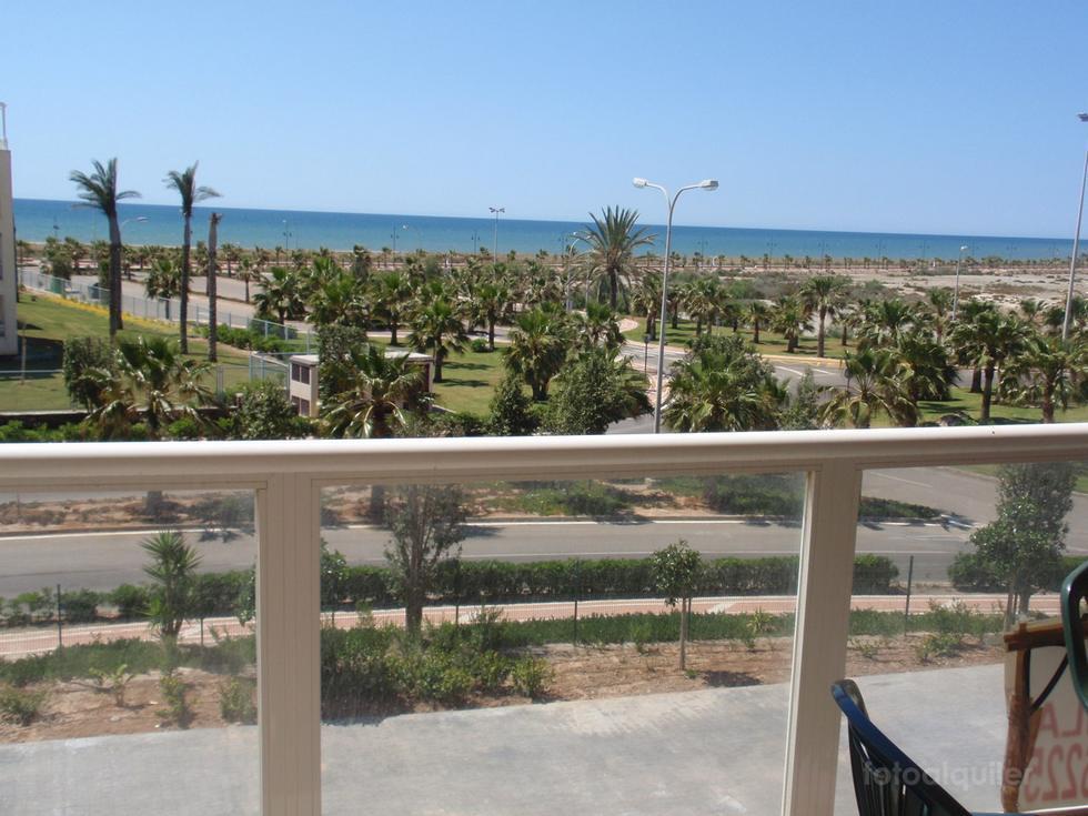 Apartamentos en alquiler con vistas a la playa en Almerimar, Urbanización Laguna Beach, Almería