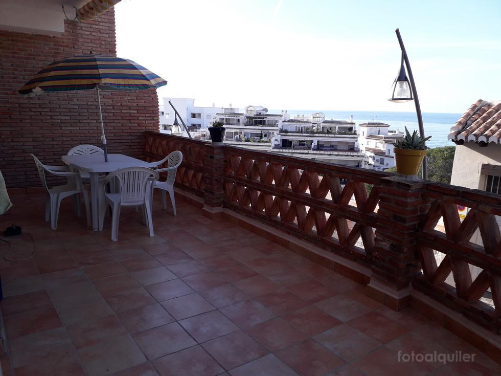 Apartamento en La Herradura, Almuñécar, dos dormitorios y garaje cerca del mar.