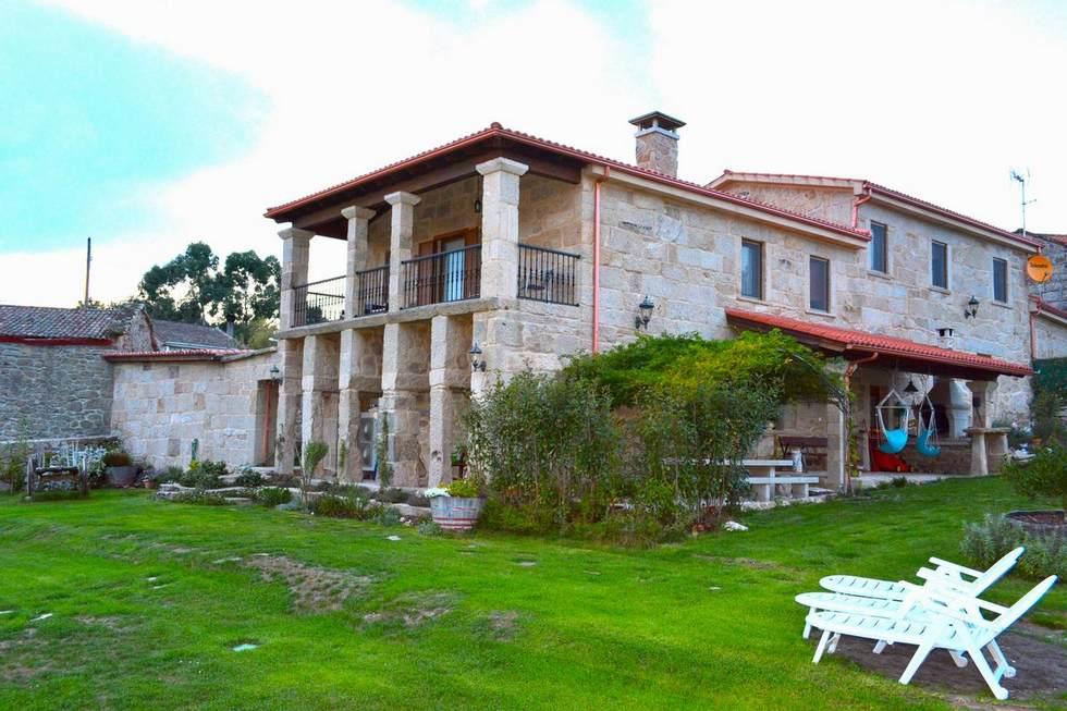 Camino de Santiago. Habitaciones en Alojamiento Rural Pazos, San Cristovo de Cea, Ourense.