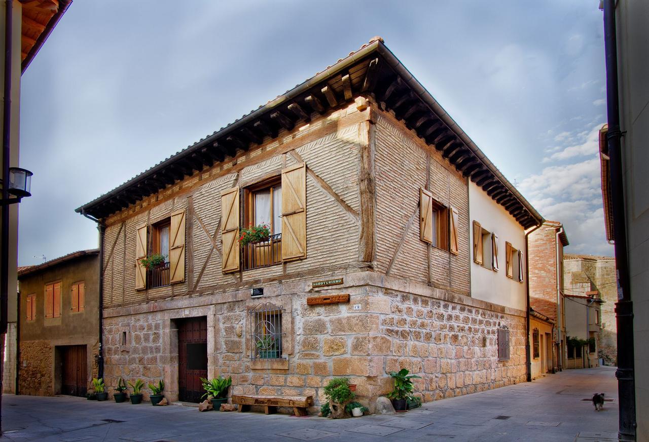 Agroturismo Areta Etxea, habitaciones en en Salinillas de Buradon, Álava.