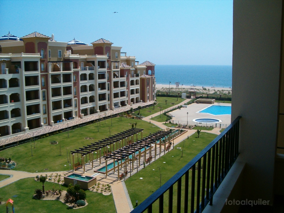 Apartamento con vistas al mar en Ayamonte, Urbanización Los Cisnes primera línea de playa