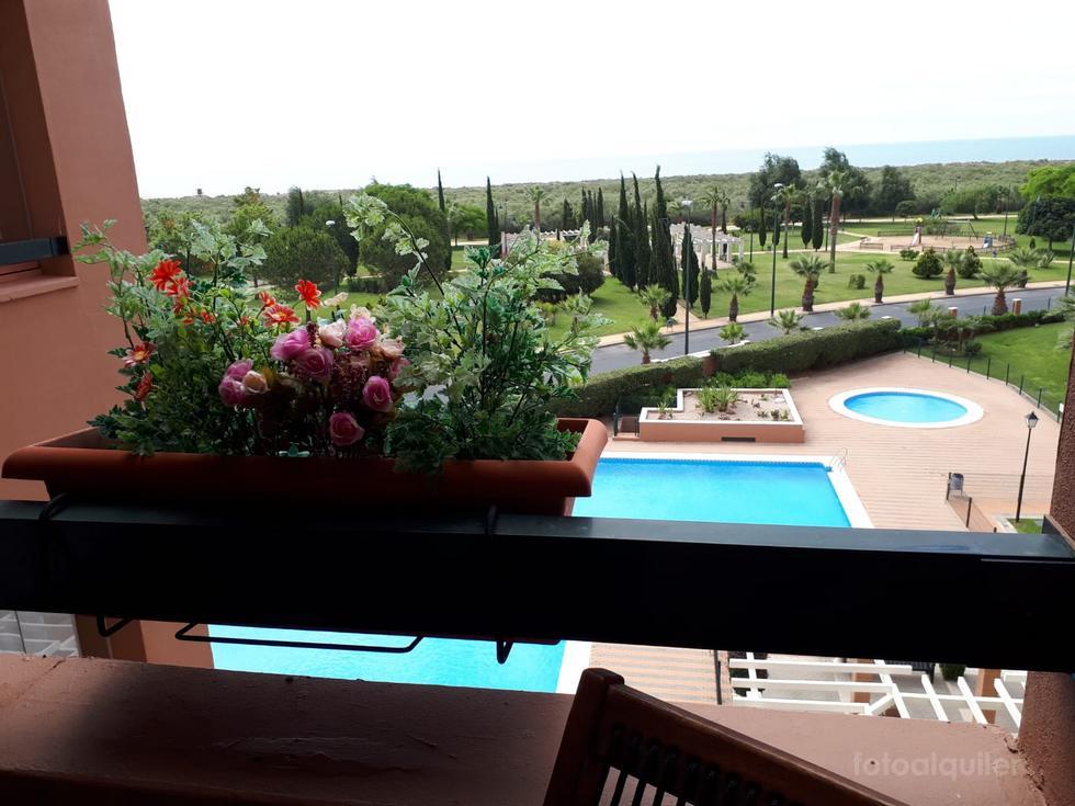 Alquiler de apartamento de lujo en la urbanización Playa Verde, primera línea Ayamonte