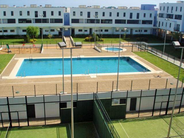 Alquiler apartamento con piscina y garaje Ayamonte, urbanización Jardines del Guadiana