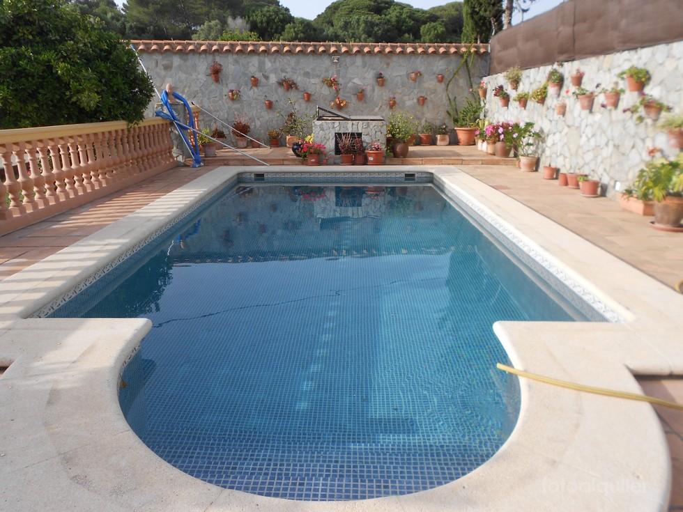 Alquiler de chalet con piscina en Barbate, Cadiz