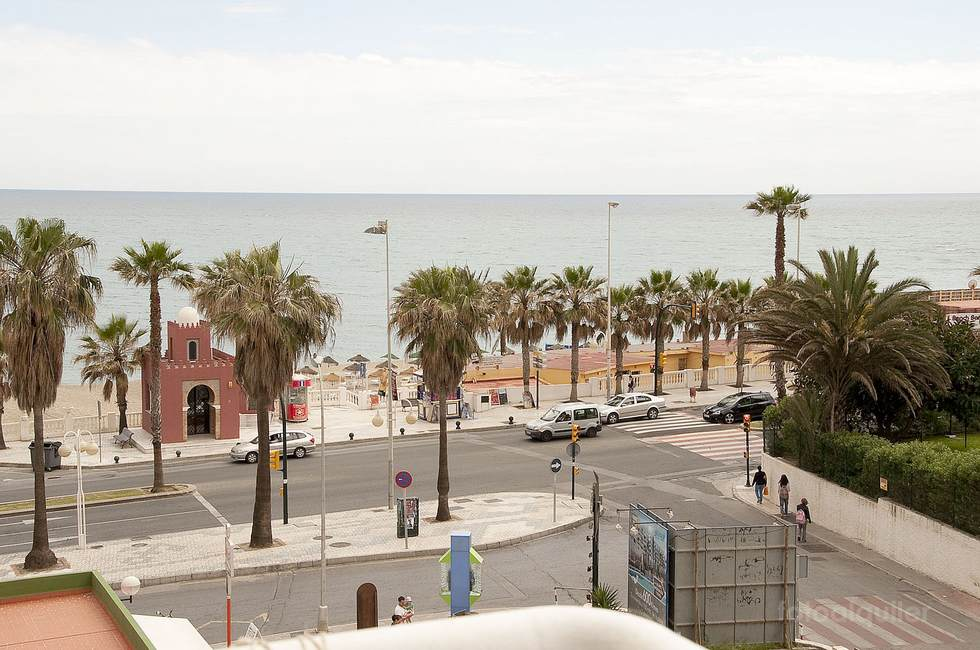Alquiler apartamento en primera línea de playa en Benalmadena Costa, Málaga