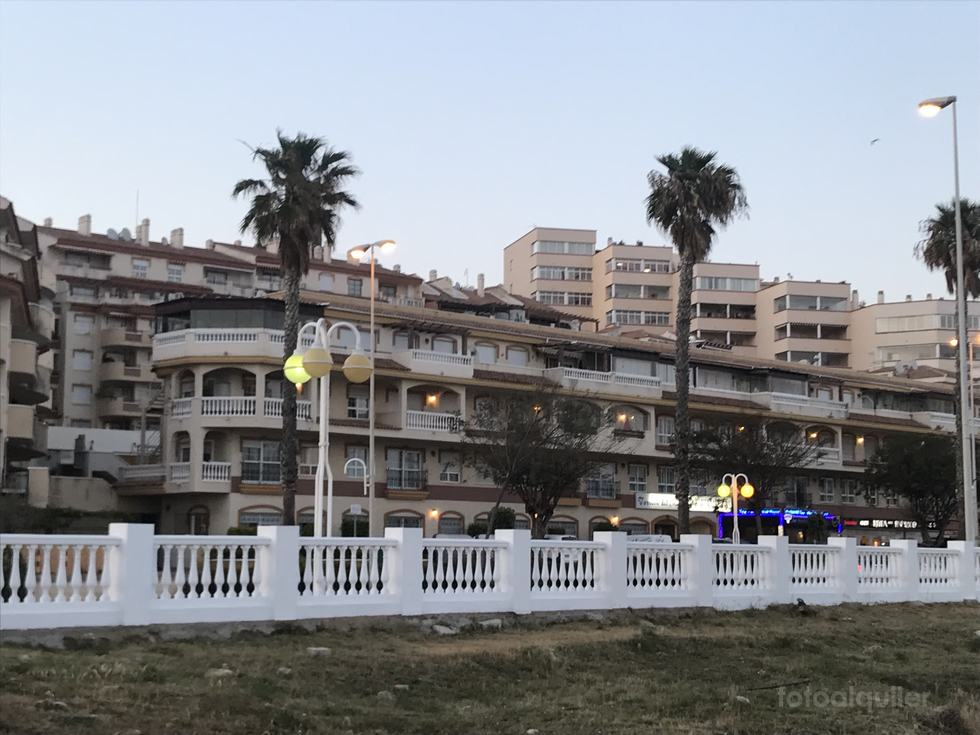 Alquiler apartamento en primera línea de playa en Benalmádena, Málaga
