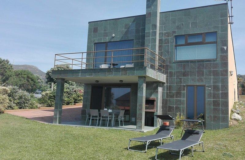 Casa Bitácora, vivienda vacacional moderna en primera linea de playa de Espiñeirido, Porto do Son, A Coruña
