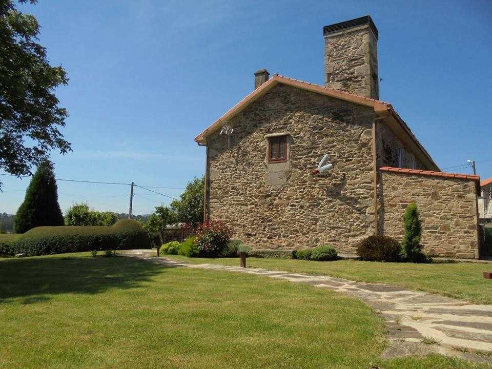 Casa rural en A Coruña. Casa de Agosto, cuatro habitaciones, barbacoa, lareira y zona infantil en Coristanco, A Coruña.