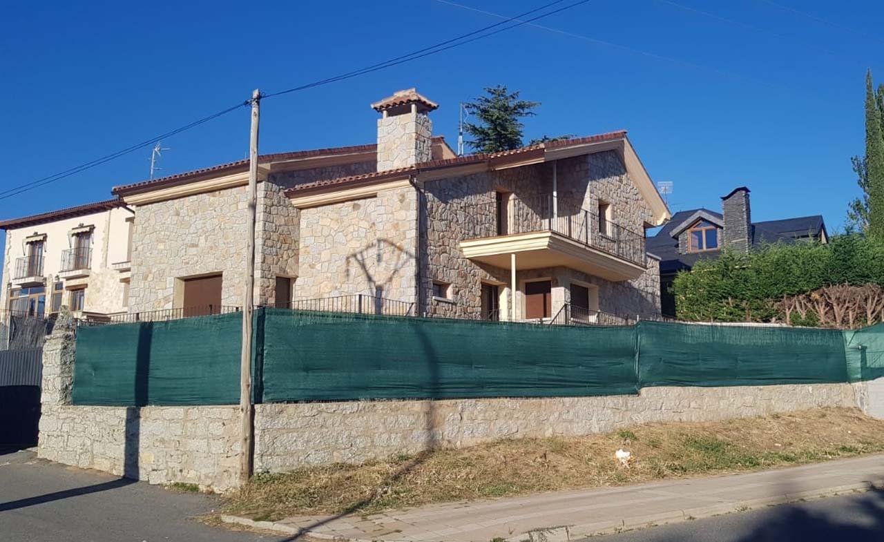 Casa Emilio y Angelita, chalet independiente en Las Navas del Marqués, Ávila