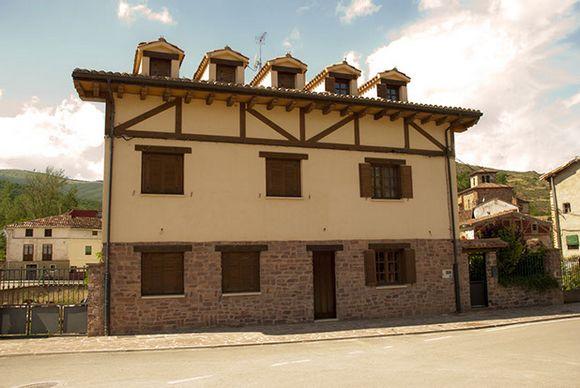 Casa Fresneda en Fresneda de la Sierra, Burgos. Alojamiento rústico en la Sierra de la Demanda.