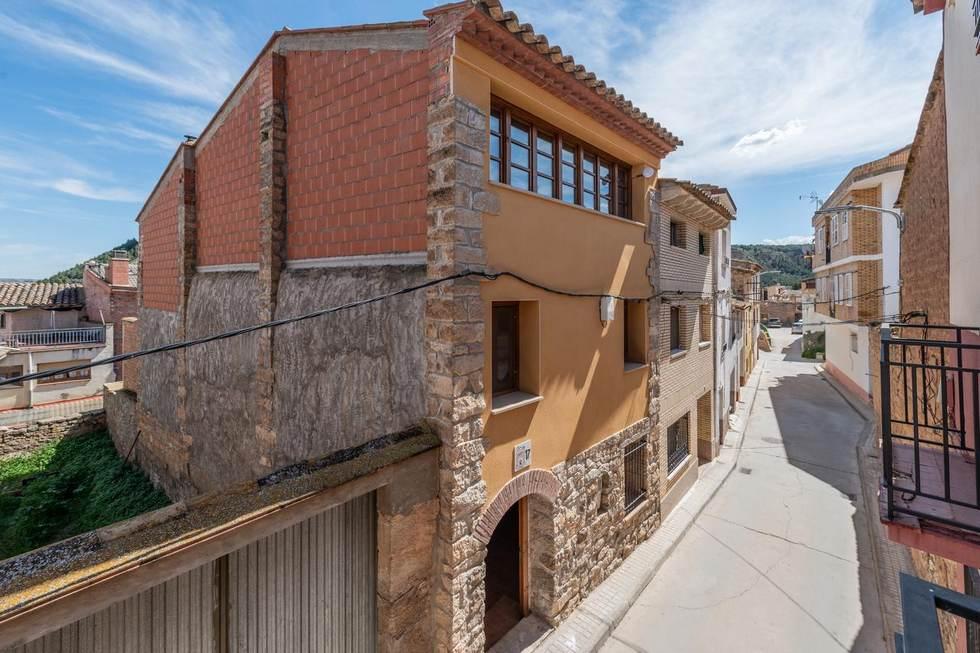 Alquiler de Casa Guzmán en Ballobar, Huesca.