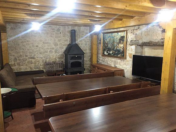 Casa Rural Los Pilones, casa grande para 16 personas de reciente construcción en Ros, Burgos