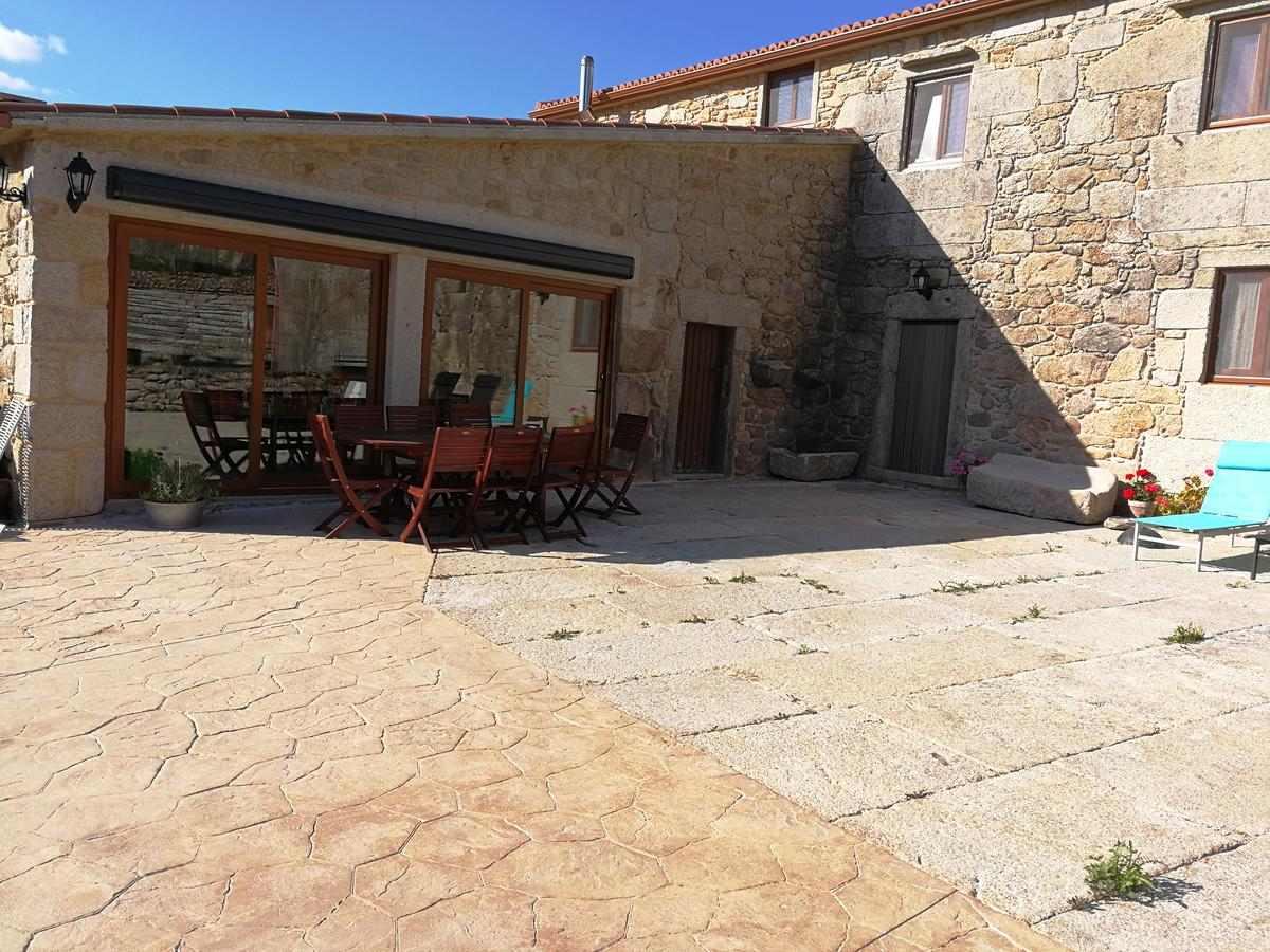 Casa o Leiteiro, casa con jardín y barbacoa para 14 personas en Dumbria, A Coruña.