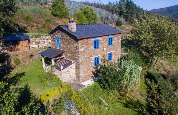 Casa Quitapenas, refugio de montaña en Trabada, escapada romántica en Lugo. Reserva de la Biosfera del Río Eo.