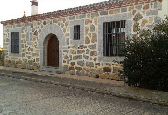 Casa Rural de la Saetera, casa con jardín y barbacoa en Berrocalejo de Aragona, Avila.
