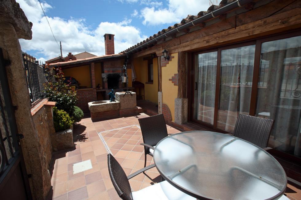 El Leñador, casa rural con patio y barbacoa en Muñana, Avila