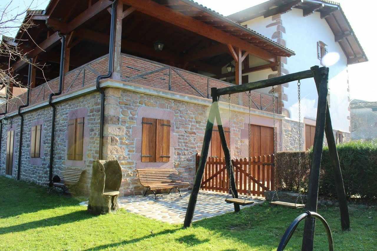 Iriondoa II, casa rural con jardín y barbacoa en Etxalar, Navarra
