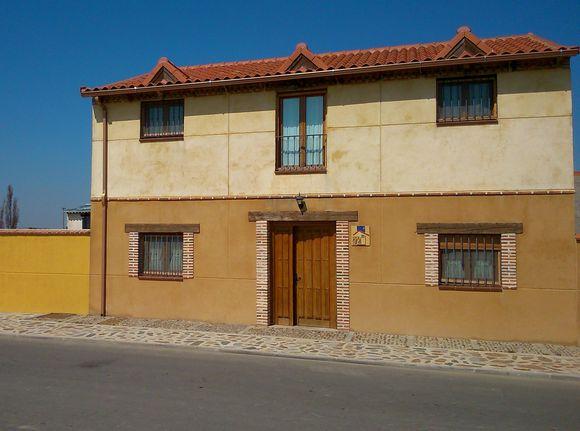 Casa Rural La Cañada, casa con jardín y barbacoa en Fresno el Viejo, Valladolid