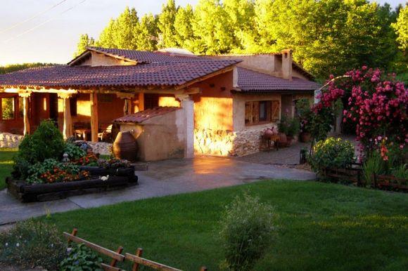 Casa Rural Museo del Cántaro en Bayubas de Abajo, Soria. Habitaciones rurales en el Burgo de Osma.