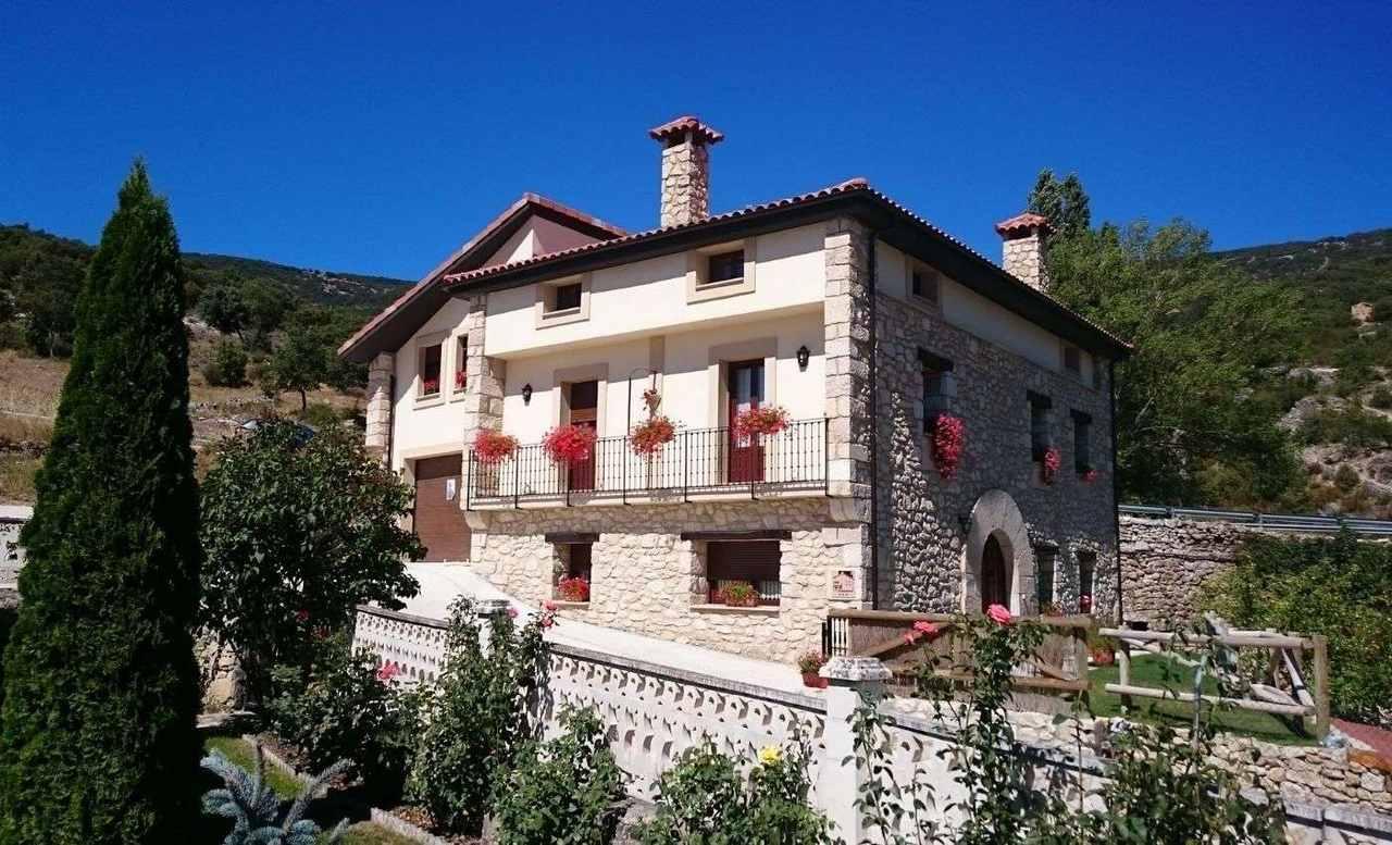 Alquiler de Casa Rural Torres en Valdenoceda, Burgos.