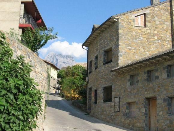 Casa Lardies Giron, apartamentos rurales en el Pirineo Aragonés, Puyarrego, Huesca Ref.: casalardies