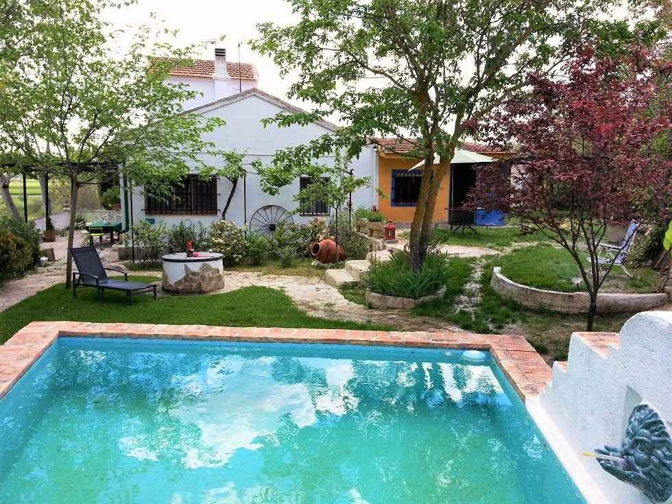 Casa Recodo del Tajo, chalet con piscina privada en Guadalajara