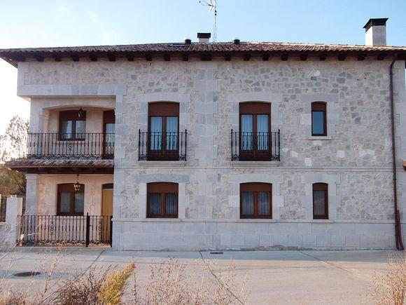 Casas Rurales el Torreón en Caleruega, Burgos. Casas rurales para 10 personas en la Ribera del Duero.