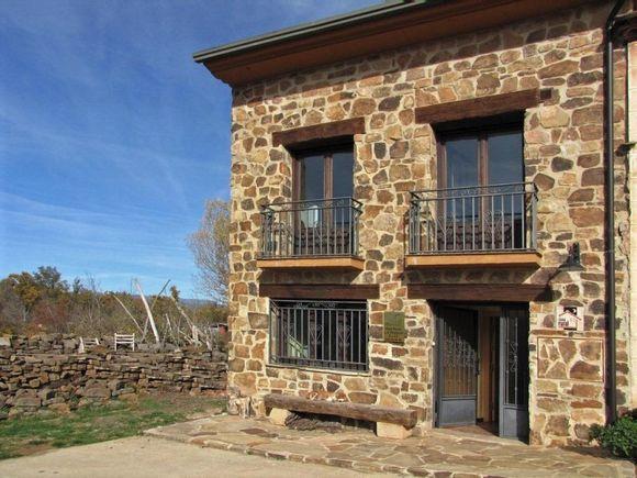 Alquiler de casas rurales La Fragua en  Rebollar, Soria.  Casas para grupos grandes