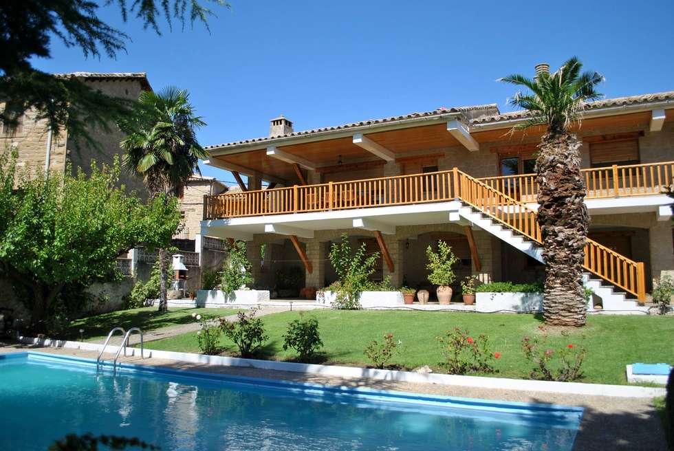 Casa Tura, casa rural con jardín y piscina en Biscarrués, Huesca