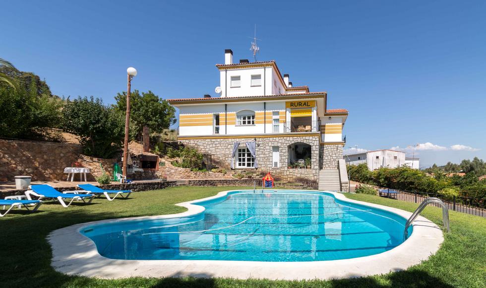 Valdecaballeros, casa rural con jardin y piscina en Valdecaballeros, Badajoz