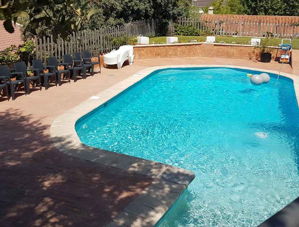Chalet Rural, alquiler de Chalet con jardín y piscina para 13 personas en la  Sierra de Gredos, Navaluenga, Avila