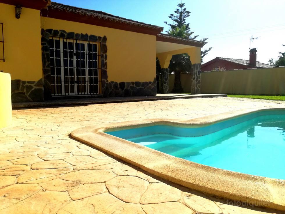 Alquiler de chalet independiente con piscina privada en Chiclana, Cadiz, ref.: chiclana-11086