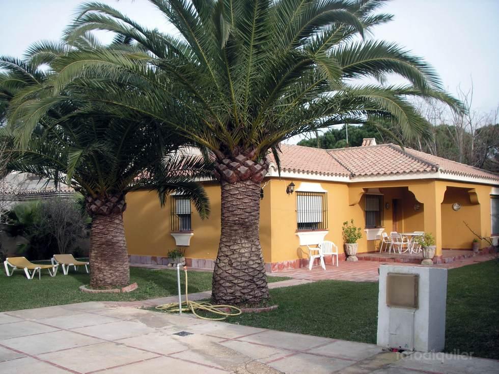 Alquiler de chalet en la urbanización Ugaldnea, en Chiclana de la Frontera, Cádiz, ref.: chiclana-11159