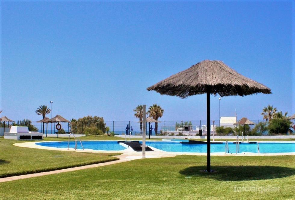 Primera linea playa La Barrosa, Apartamento en Chiclana
