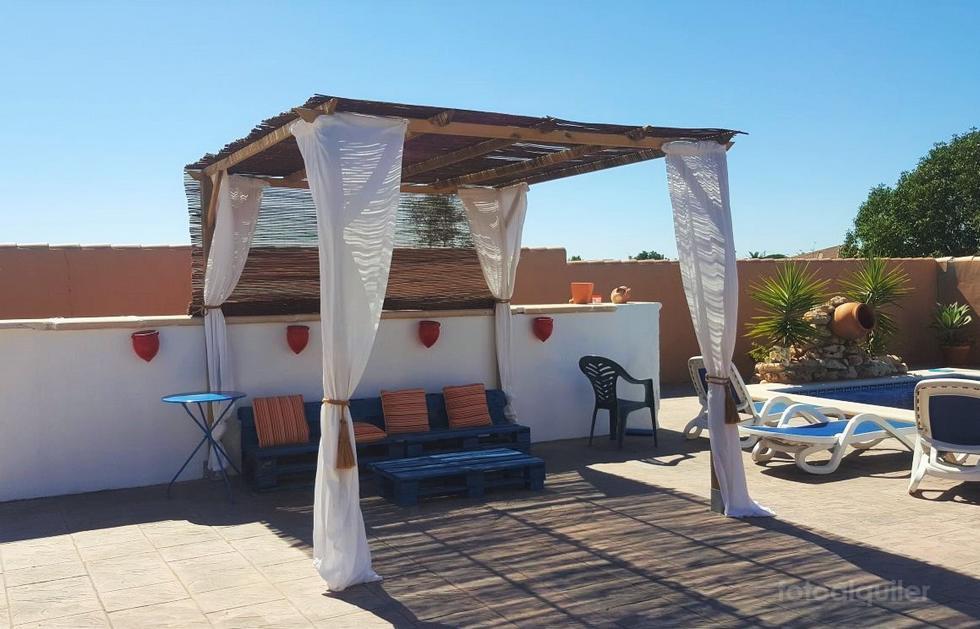 Chalet independiente con piscina privada en Chiclana de la Frontera